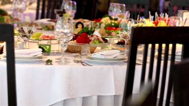 Banquet table with decor,the waiter opens a bottle of wine, a banquet in a restaurant, interior of the restaurant, Christmas decoration of the restaurant, decoration of the banquet hall video