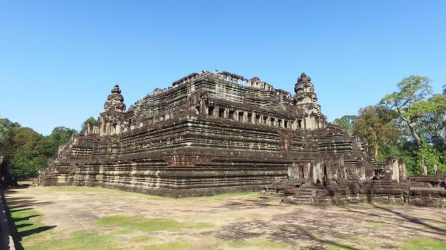baphuon tempel in kambodscha - kambodschanische kultur stock-videos und b-roll-filmmaterial