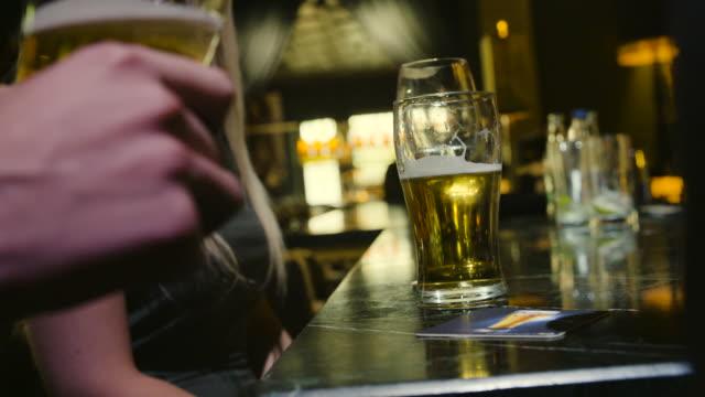 bar counter närbild - pub bildbanksvideor och videomaterial från bakom kulisserna