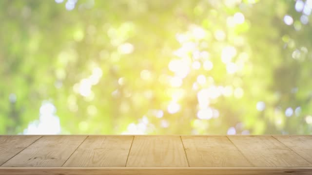 vidéos et rushes de bar table en bois jour d'été en plein air. - en bois