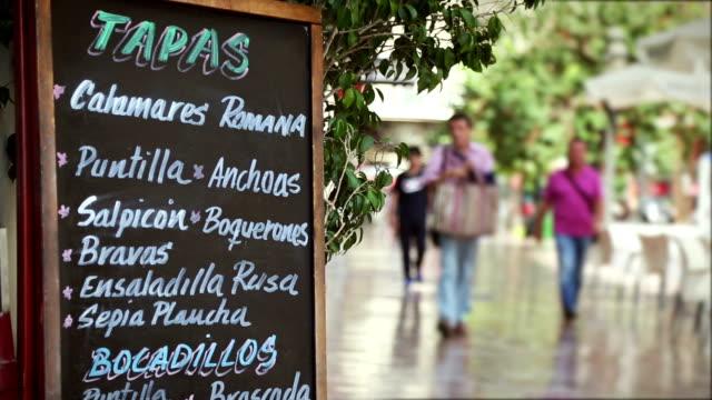 Barra de menú de tapas señal en Valencia - vídeo