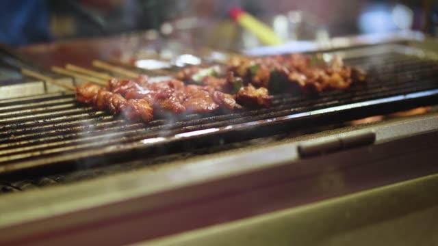 barbecue at a food market in malaysia at night - kuala lumpur video stock e b–roll