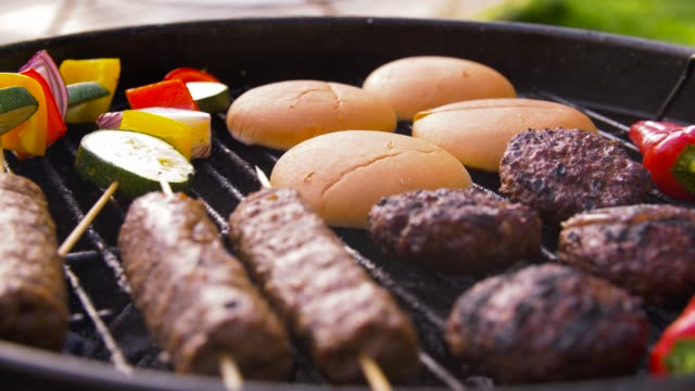 barbecue kebab meat and vegetables on grill - spiedino video stock e b–roll
