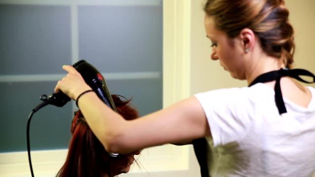 barber - friseur lockdown stock-videos und b-roll-filmmaterial