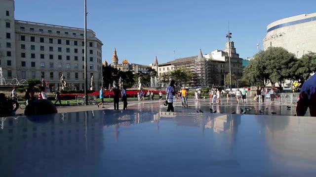 vidéos et rushes de barcelone catalogne plaça de catalunya - lac reflection lake