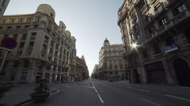 barcelona lonely streets - испания стоковые видео и кадры b-roll