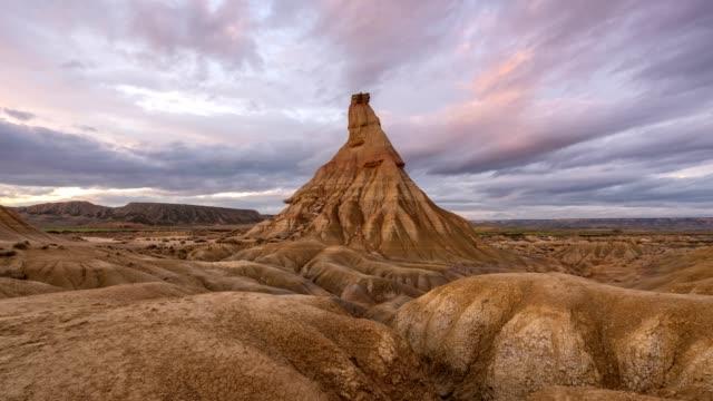bardenas reales öken castildetierra timelapse i spanien - bergsrygg bildbanksvideor och videomaterial från bakom kulisserna