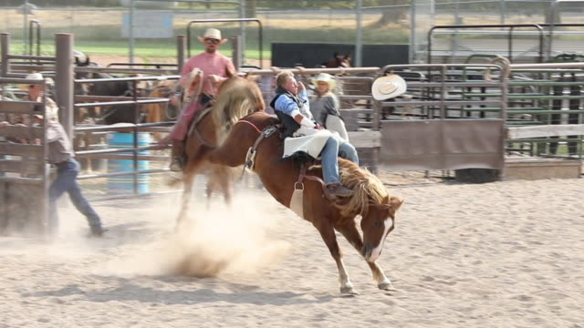Bareback Rodeo Zeitlupe – Video