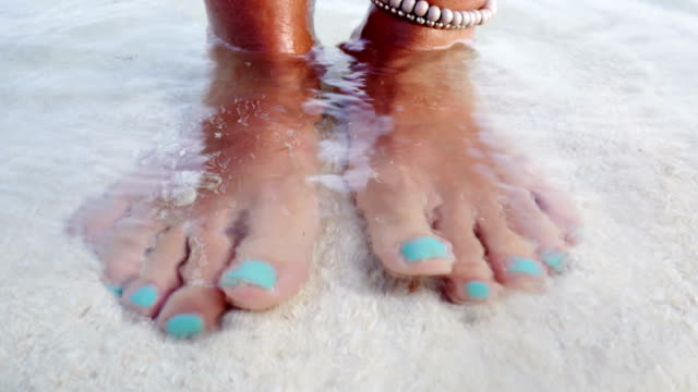 Barefoot in the water,Maldives video
