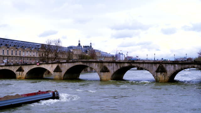 barge floating by the seine river - chiatta video stock e b–roll