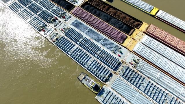 ミシシッピ川のバージ - はしけ点の映像素材/bロール
