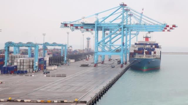 barge stopped in seaport during shipment - biltransporttrailer bildbanksvideor och videomaterial från bakom kulisserna