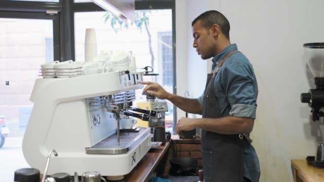 barista in a small coffee shop. - kelner filmów i materiałów b-roll