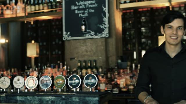 barman - pub bildbanksvideor och videomaterial från bakom kulisserna