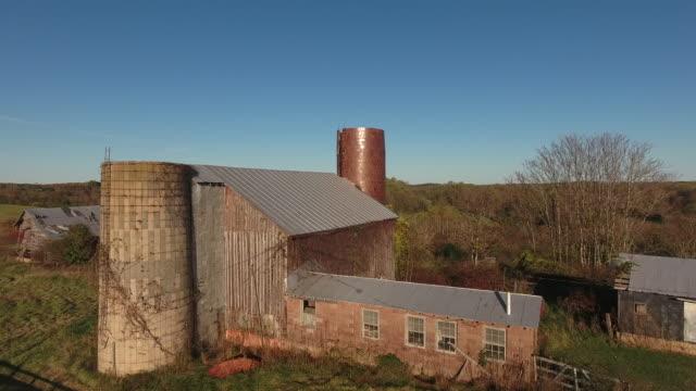 barns in rural america - barns stock videos & royalty-free footage