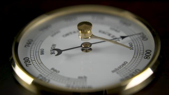 barometer närbild roterande - barometer bildbanksvideor och videomaterial från bakom kulisserna