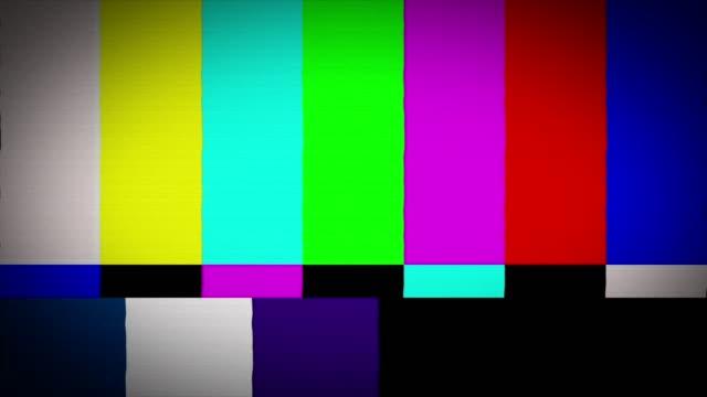 barer och toner trasig eller dålig tv-signal med visuella buggar - offline bildbanksvideor och videomaterial från bakom kulisserna