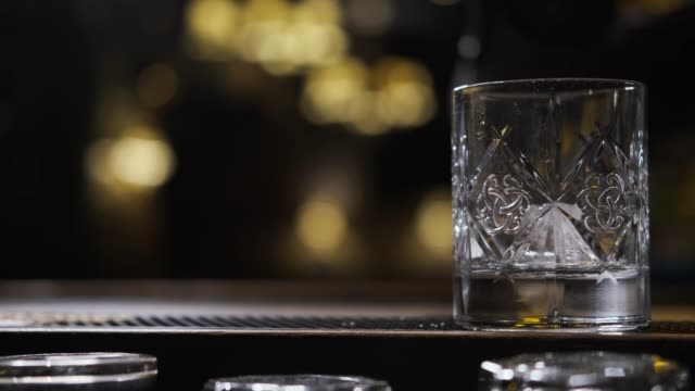 bartender making drink - scotch whisky video stock e b–roll