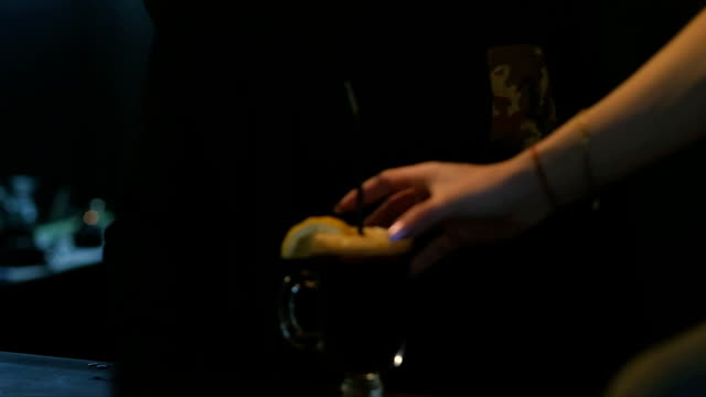 ein bartender mann gibt fertigen kaffee an einen kunden - koffeinmolekül stock-videos und b-roll-filmmaterial
