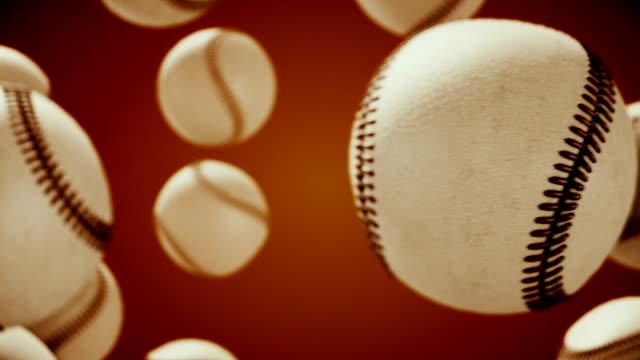 vídeos de stock, filmes e b-roll de bola de beisebol girando e transição com luma matte alpha channel-seamless loop-stock vídeo - tag
