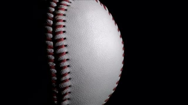 vídeos de stock, filmes e b-roll de beisebol em preto com espaço para texto-hd - softbol esporte