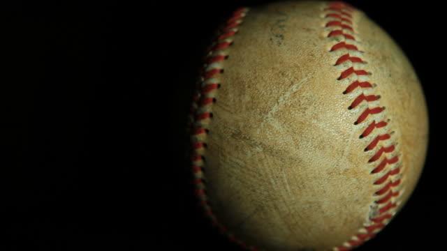 vídeos de stock, filmes e b-roll de de beisebol - softbol esporte