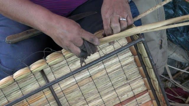 basket weaving, arts & crafts, wicker - halmslöjd bildbanksvideor och videomaterial från bakom kulisserna