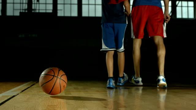 hd dolly: basketball bouncing off the floor - basketboll boll bildbanksvideor och videomaterial från bakom kulisserna