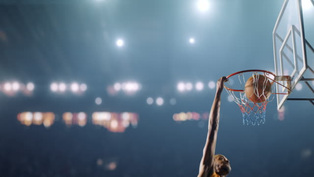 basketball-spiel moment - sport stock-videos und b-roll-filmmaterial