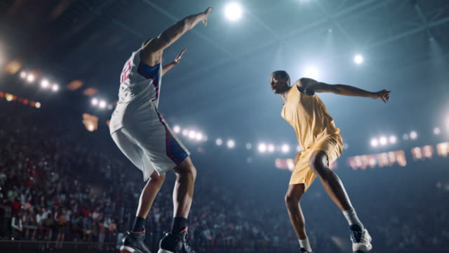 stockvideo's en b-roll-footage met basketbal spel moment - basketbal teamsport