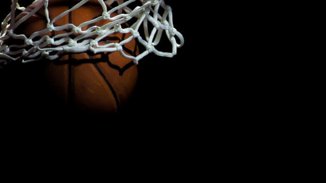 stockvideo's en b-roll-footage met basketball going through a net (super slow motion) - basketbal teamsport