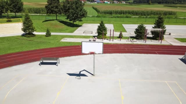 vídeos de stock e filmes b-roll de basketball hoop and court with shadows at sunset and shooting lines - atividade recreativa