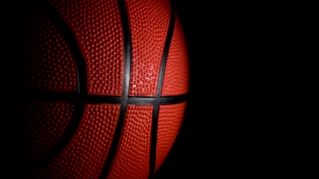 stockvideo's en b-roll-footage met basketball loop on black - hd - basketbal teamsport