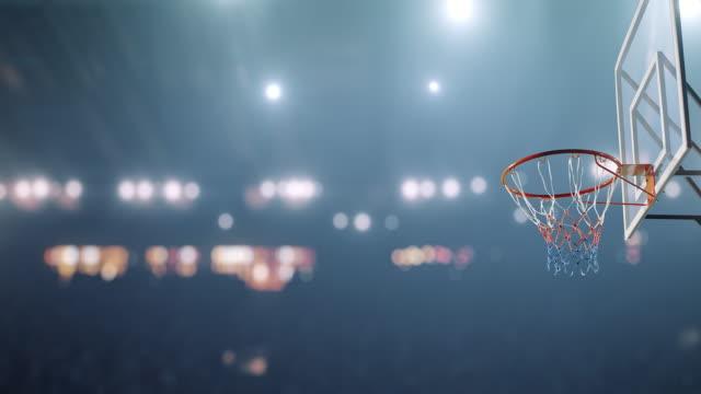 vídeos y material grabado en eventos de stock de jugador de baloncesto hace un slam dunk - basketball hoop
