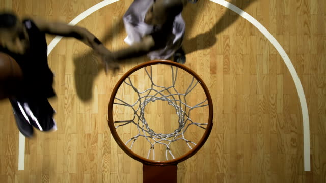stockvideo's en b-roll-footage met basketball player performing a lay up - basketbal teamsport