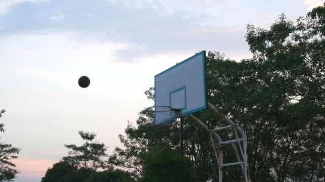 vídeos y material grabado en eventos de stock de falla de tiro, baloncesto - basketball hoop