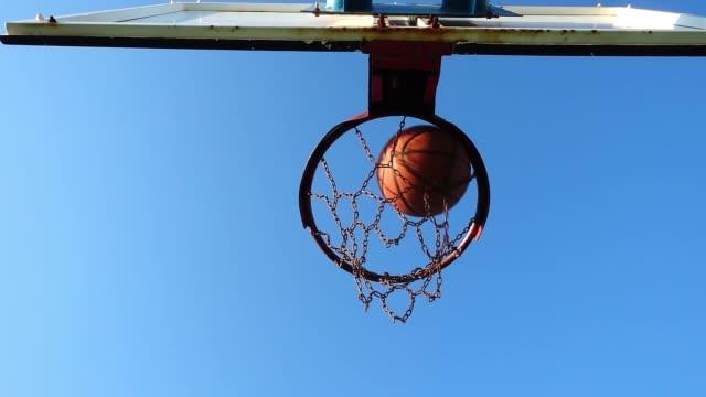 vídeos y material grabado en eventos de stock de juego de baloncesto deporte - basketball hoop