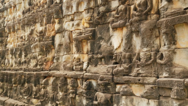 bas-relief wall carving at terrace of the elephants at angkor thom temple complex in siem reap, cambodia - скульптура стоковые видео и кадры b-roll