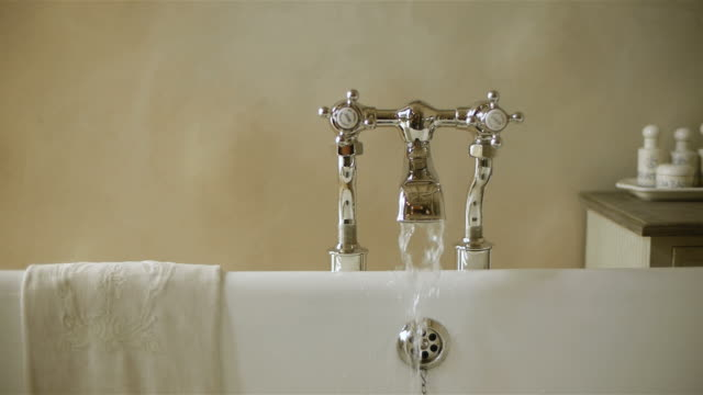 Bathtub faucet with running water