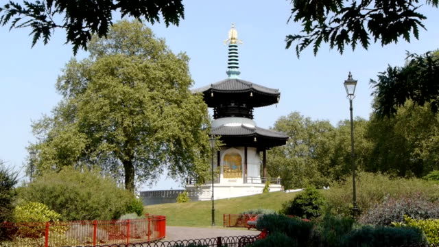 pagoda di pace di battersea - pagoda video stock e b–roll