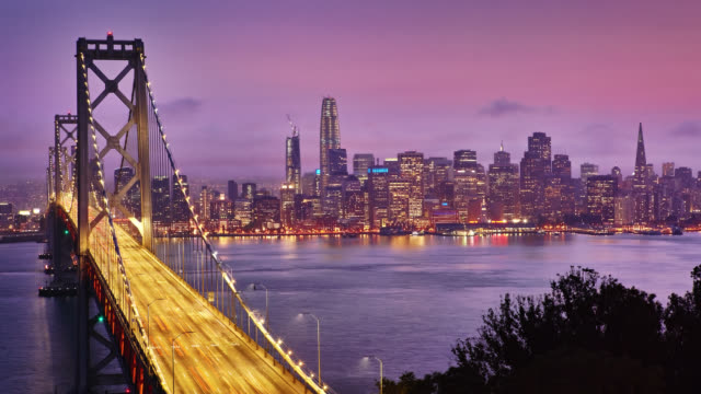 vídeos de stock, filmes e b-roll de em san francisco bay bridge - time lapse