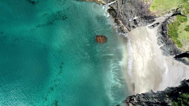 vídeos y material grabado en eventos de stock de vista aérea de bay of islands - nueva zelanda