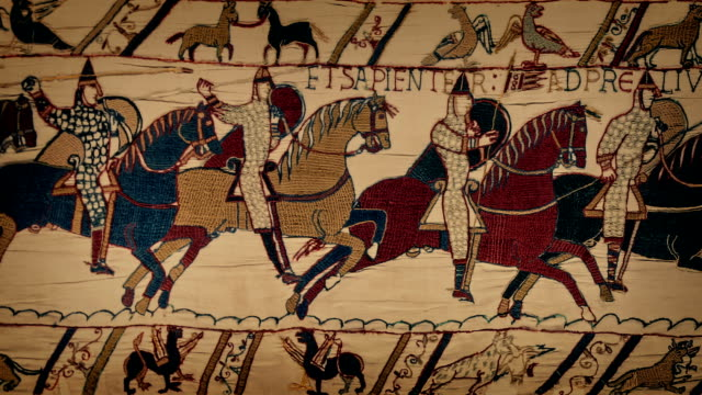 bayeux tapestry moving closeup - битва стоковые видео и кадры b-roll