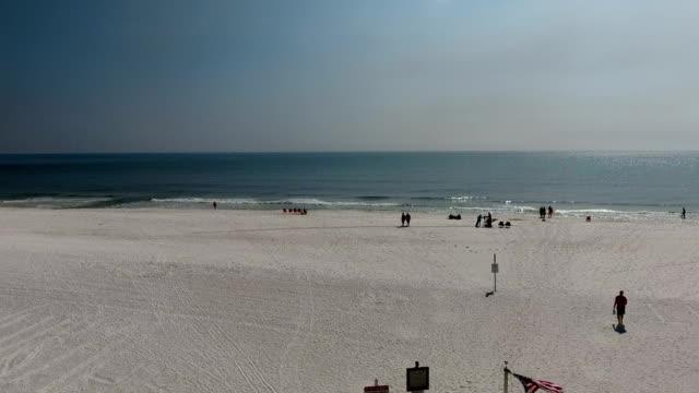 plaża latać nad flagą - alabama filmów i materiałów b-roll