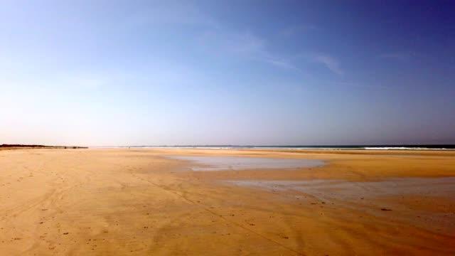 vidéos et rushes de plage en bretagne, france en été - bretagne