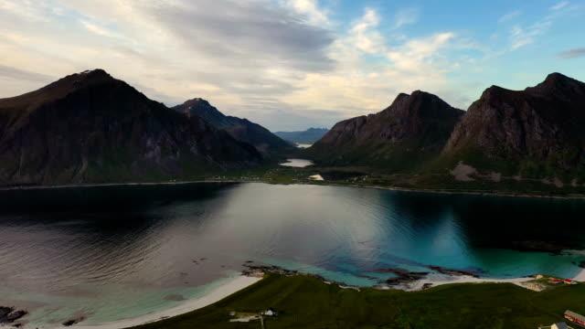 vídeos de stock e filmes b-roll de beach lofoten archipelago islands beach - reine