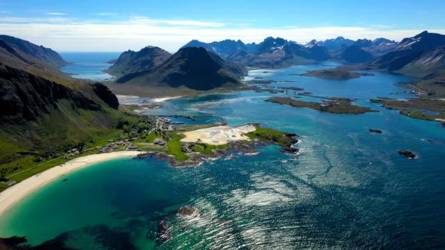 vídeos de stock e filmes b-roll de beach lofoten islands is an archipelago in the county of nordland, norway. - lofoten