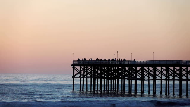 stockvideo's en b-roll-footage met beach pier in californië in slow motion 120fps - pier