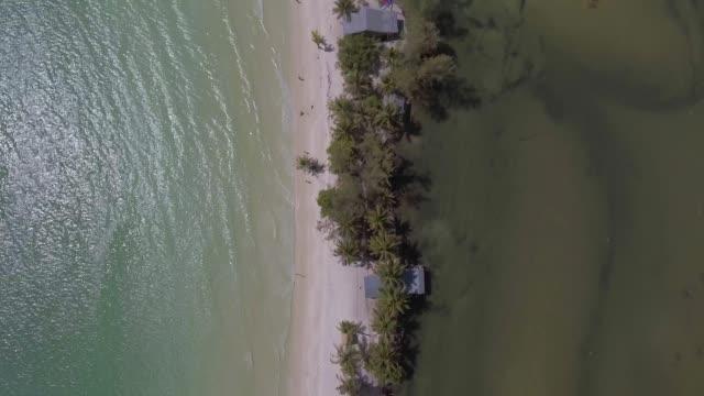 strand tropisches paradies von koh rong kambodscha drohne luftaufnahmen - indochina stock-videos und b-roll-filmmaterial