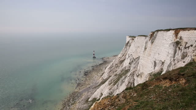 beachy head cliffs at notorious suicide place near eastbourne east sussex uk - sud est video stock e b–roll